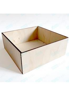 Коробка.   Размер 15х15х8см.