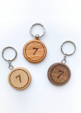Номерок на ключи пластик  дерево с гравировкой