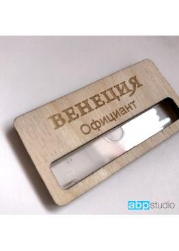 Бейдж с окошком деревянный. Логотип ваш (арт.Bj8)