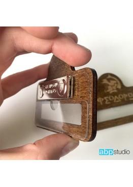 Бейдж с окошком деревянный с покраской. Логотип ваш (арт.Bj6)